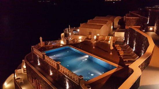 Petit Palace Suites Hotel: Pileta