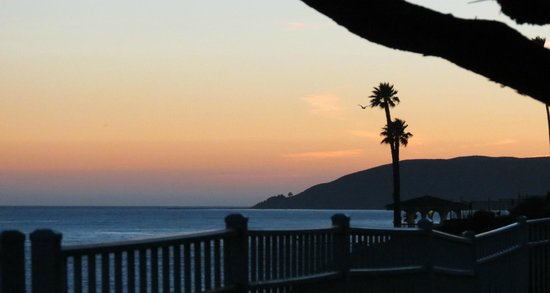 Cottage Inn by the Sea: Sunset