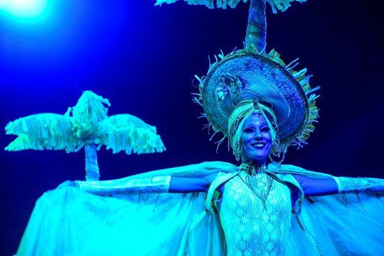 Cabaret Mediterraneo: psychedelic lighting