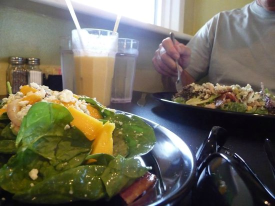 Peace Arch City Cafe: Fresh Salads made with Organic Greens