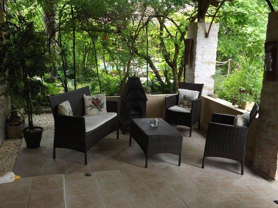 Le Jardin Sarlat : Front Porch