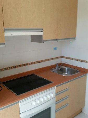 Fuentepark Apartamentos: Kitchen
