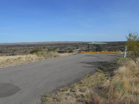 Valley of Fires Recreation Area: Ashpalt drives with covered picnic tables overlooking lava