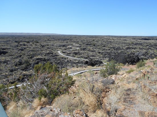 Valley of Fires Recreation Area: View of walking path through the lava bed