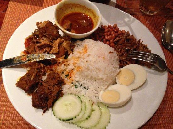 Shangri-La's Rasa Sayang Resort & Spa : Traditional Pennang cuisine in the Spice cafe