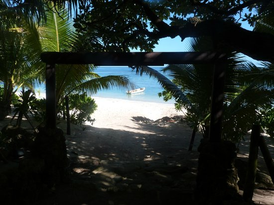 Ha'atafu Beach Resort: Beach Entrance