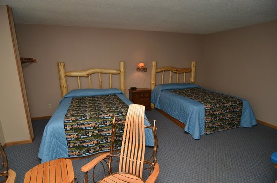 Clam Lake Junction: 2 queen bed room