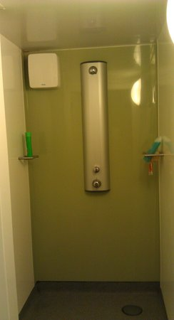 YHA Berwick: on suite shower