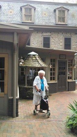 Stockton Inn: Grandmother at the entrance to the Inn