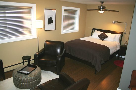 O hotel suites: Ovation - studio - 517 15th Ave. SW