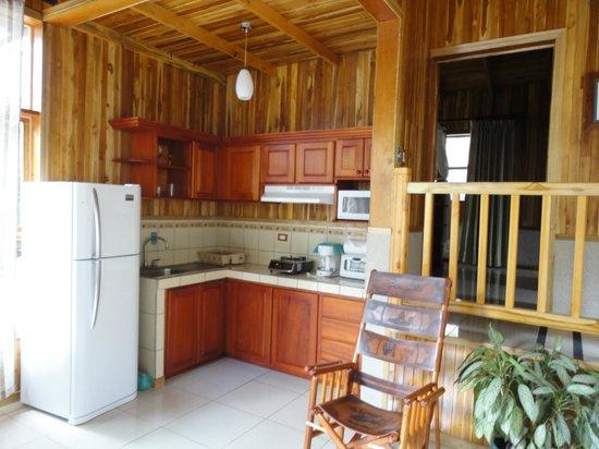 Los Pinos - Cabanas y Jardines: Superior Cabin #16 kitchen area