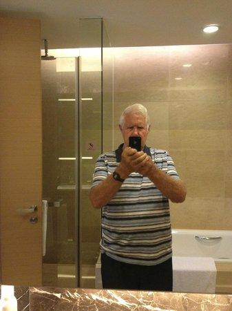 Fraser Suites Chengdu : Bathroom Mirror