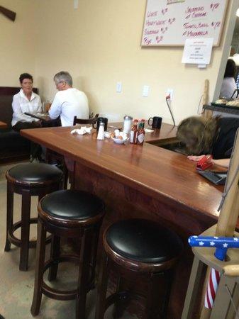 Alabama Hills Cafe and Bakery: The bar