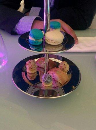 Hi-Res Restaurant: Free dessert!