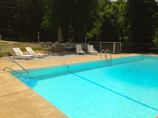Lakeshore Resort: Lakeshore Pool