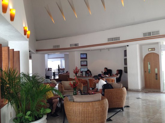 Sunset Marina Resort & Yacht Club: Lobby do hotel