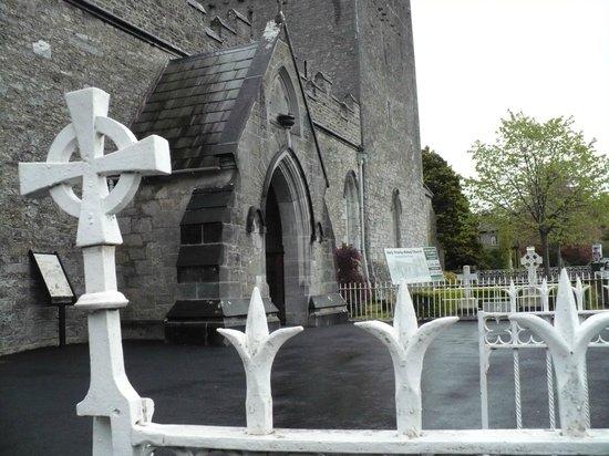 Holy Trinity Abbey Church: Esterno della chiesa