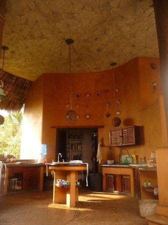 Playa Viva : sunny open air kitchen