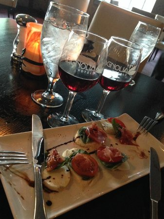 Magnolia Hotel Houston : happy hour appetizer