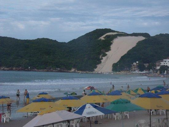 Aquaria Natal Hotel : Vista da praia e Morro do Careca pelo hotel