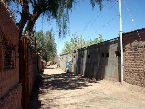 Hostal Las Kanas: Rua do hotel vista a partir dele