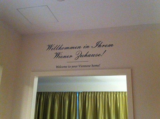 Das Capri: Room 104