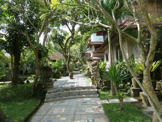Dewangga Bungalow: Walkway