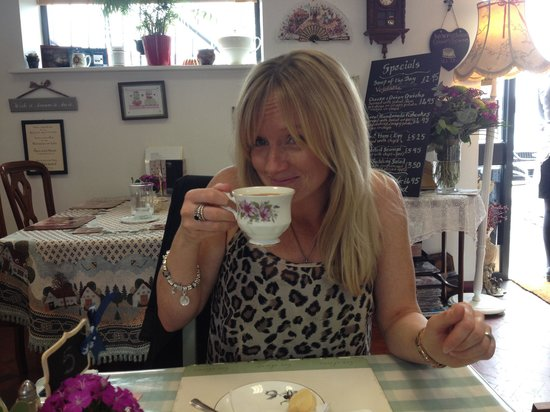 Linthorpe Tea Room: Tea & cake in a vintage, high end customer focused experience loved it can't wait to work our wa