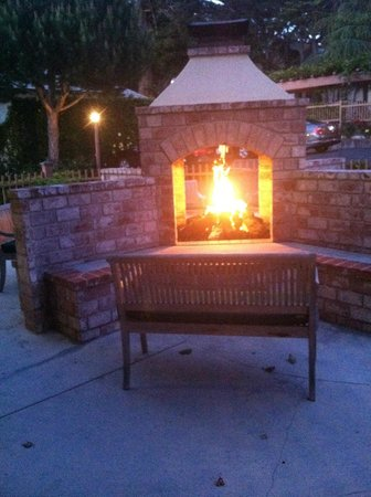 Candle Light Inn: Outdoor Fireplace in front