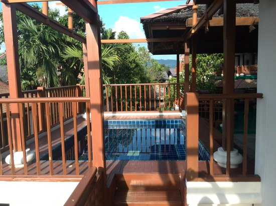 The Briza Beach Resort Samui: pool in the room