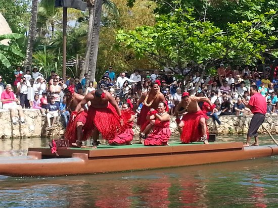 Polynesian Cultural Center: Dont miss it !!