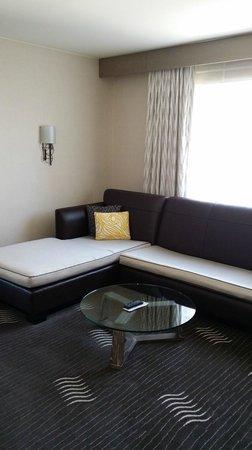 Kimpton Hotel Palomar Phoenix: Nice sofa in my room
