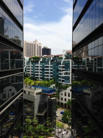Studio M Hotel: The atrium between the two towers