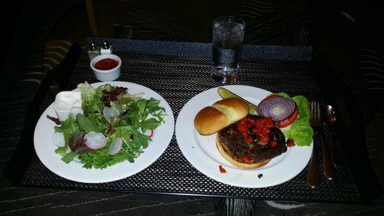 Kimpton Hotel Palomar Phoenix: Room service: black bean veg burger and salad