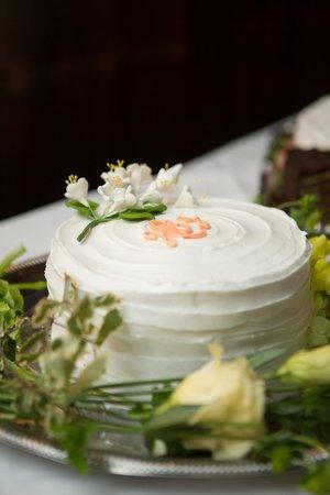 The Robert Morris Inn: Wedding Cake - photo credit Kate Fine Art Photography