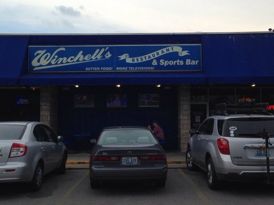 Winchell's Restaurant & Sports: Outside