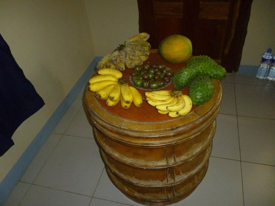 Flora's Dive and Resort : Tropical Fruit