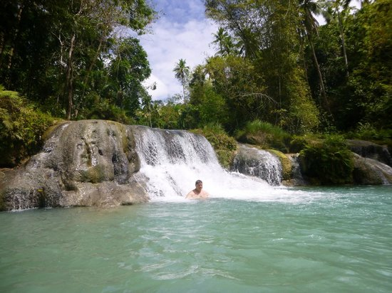 Flora's Dive and Resort : Cambugahay Falls