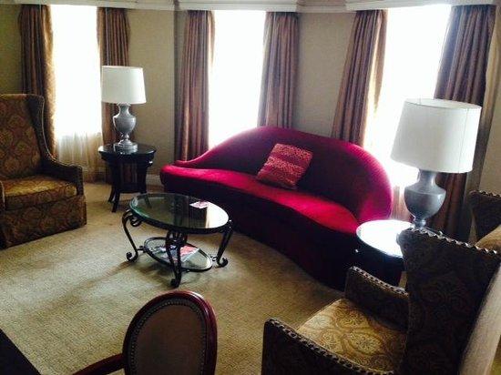 The Skirvin Hilton Oklahoma City: Living area