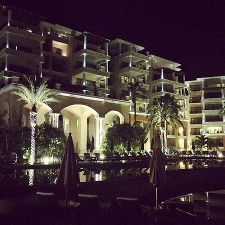 Casa Dorada Los Cabos Resort & Spa: The view of the grounds at night