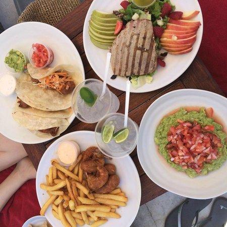 Casa Dorada Los Cabos Resort & Spa: Poolside eats