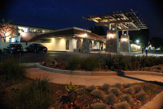 Best Western Plus Thousand Oaks Inn: Hotel Entrance