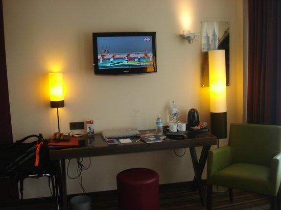 Leonardo Hotel Berlin : escritorio