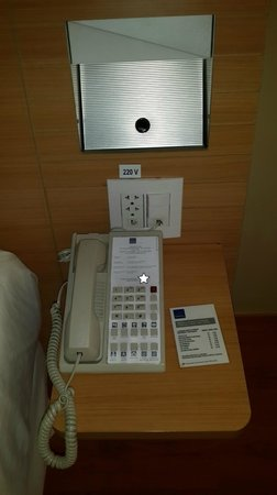Novotel Lima: Nightstand in room