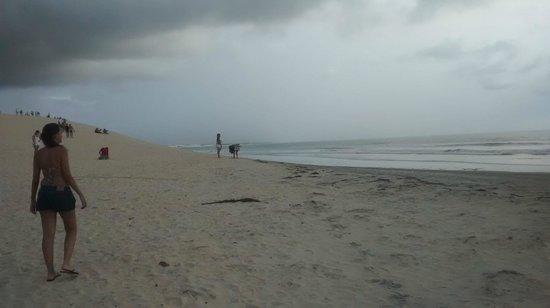 Pousada Por do Sol: Duna do por do sol...nesse dia...só chuva!! :(