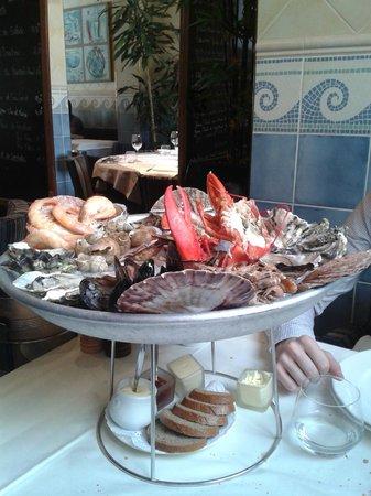 Vin & Maree: Plateau de fruits de mer avec le homard