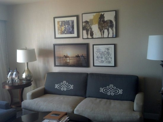 The Fess Parker - A Doubletree by Hilton Resort : Room was clean and I loved the equestrian touches and comfortable couches!