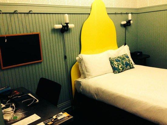 Hotel Triton: Bed