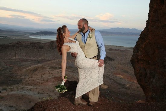 Scenic Las Vegas Weddings Chapel: Lake Mead