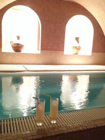 O'Kari Hammam : Profiter du superbe bassin en sirotant une limonade, elle est pas belle la vie?